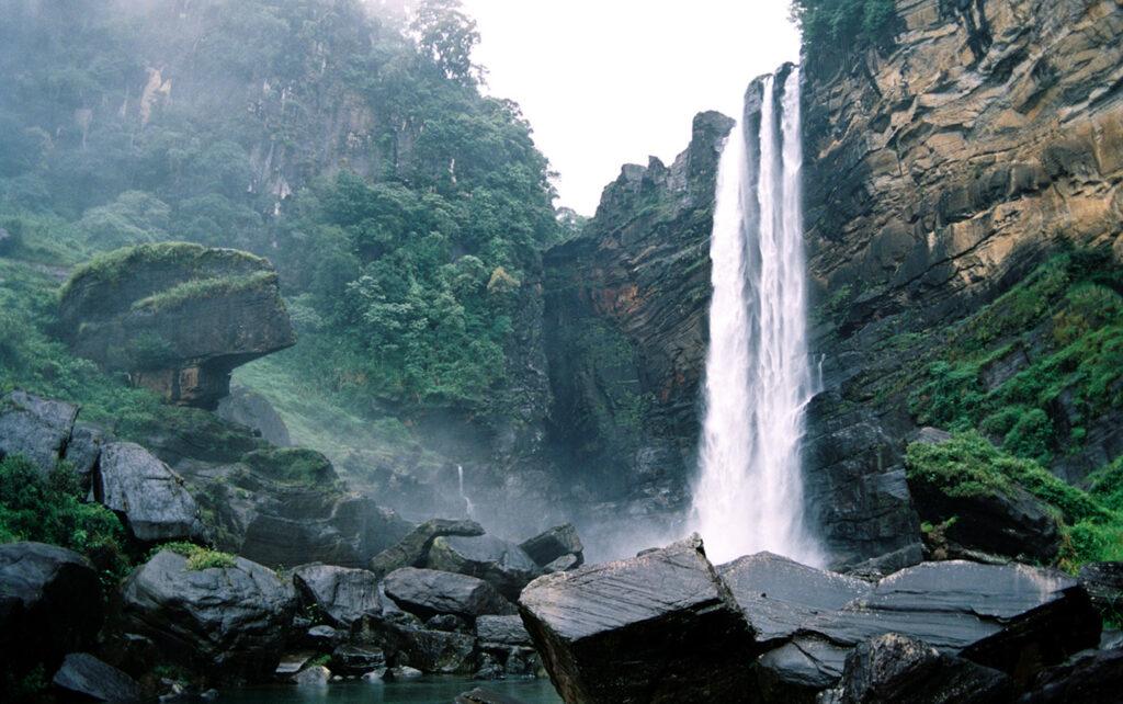 Лучшие водопады Шри-Ланки - Bambarakanda falls