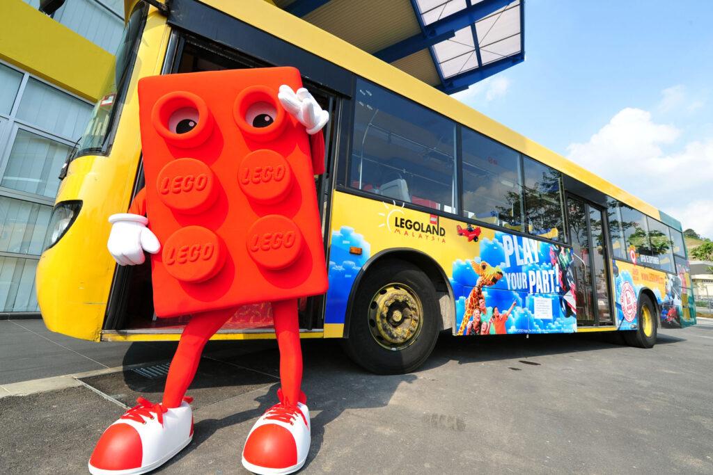 Автобус в детский парк аттракционов Legoland в Малайзии