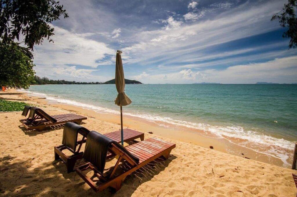Песок на пляже Lipa Noi в Таиланде