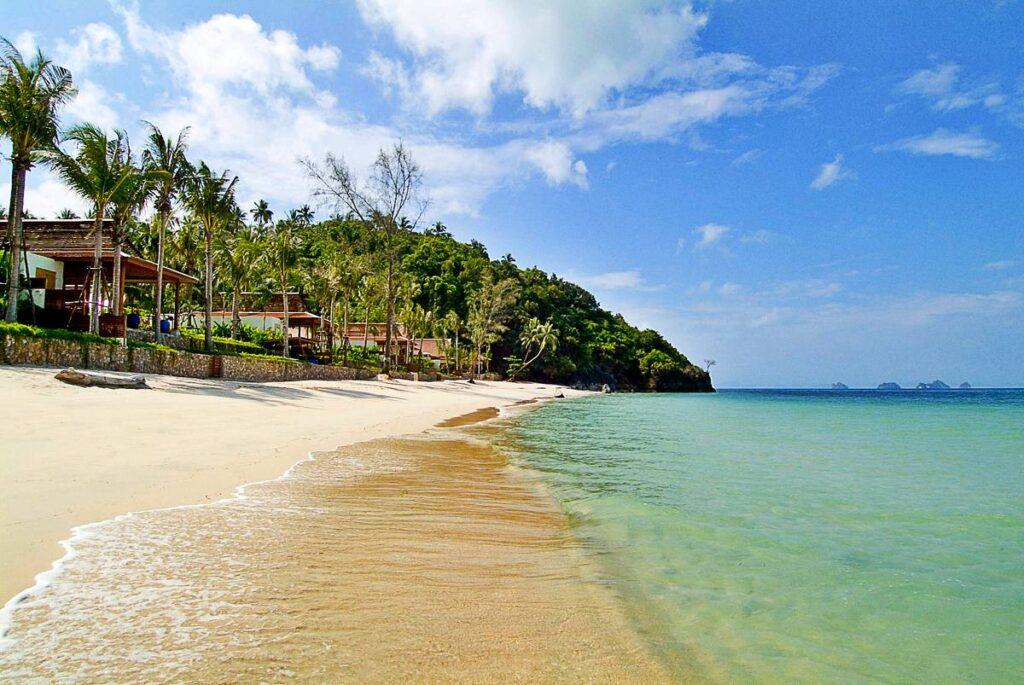 Море на пляже Липа Ной в Таиланде