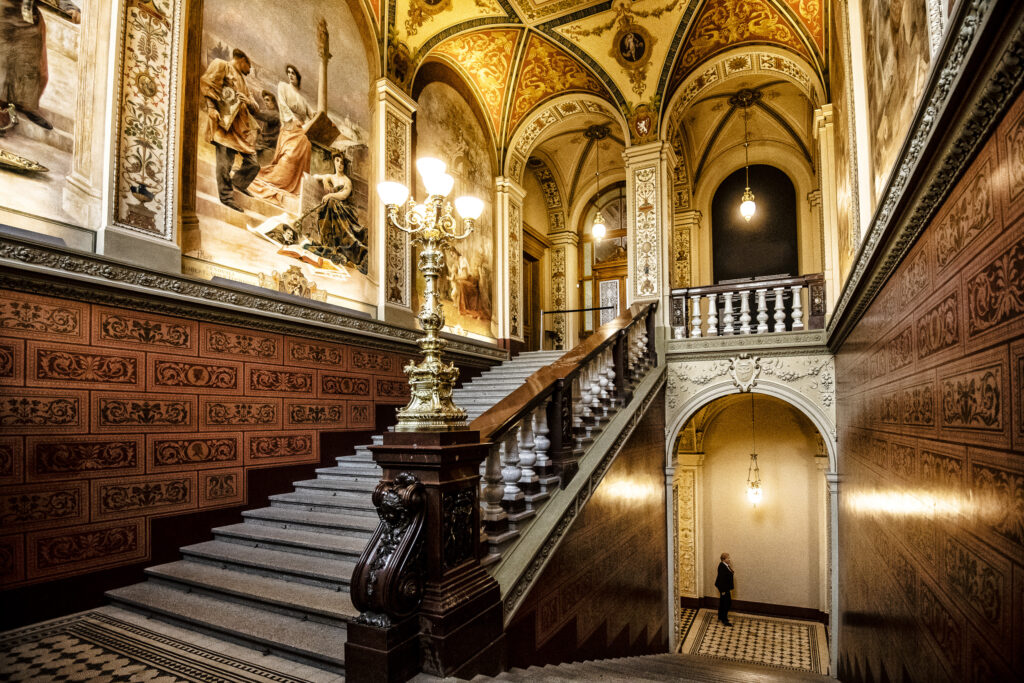 Внутри национального музея в Праге
