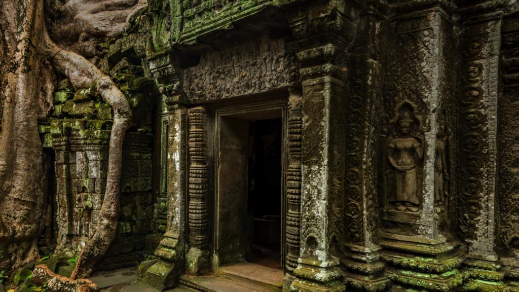 Старинные постройки в Камбодже