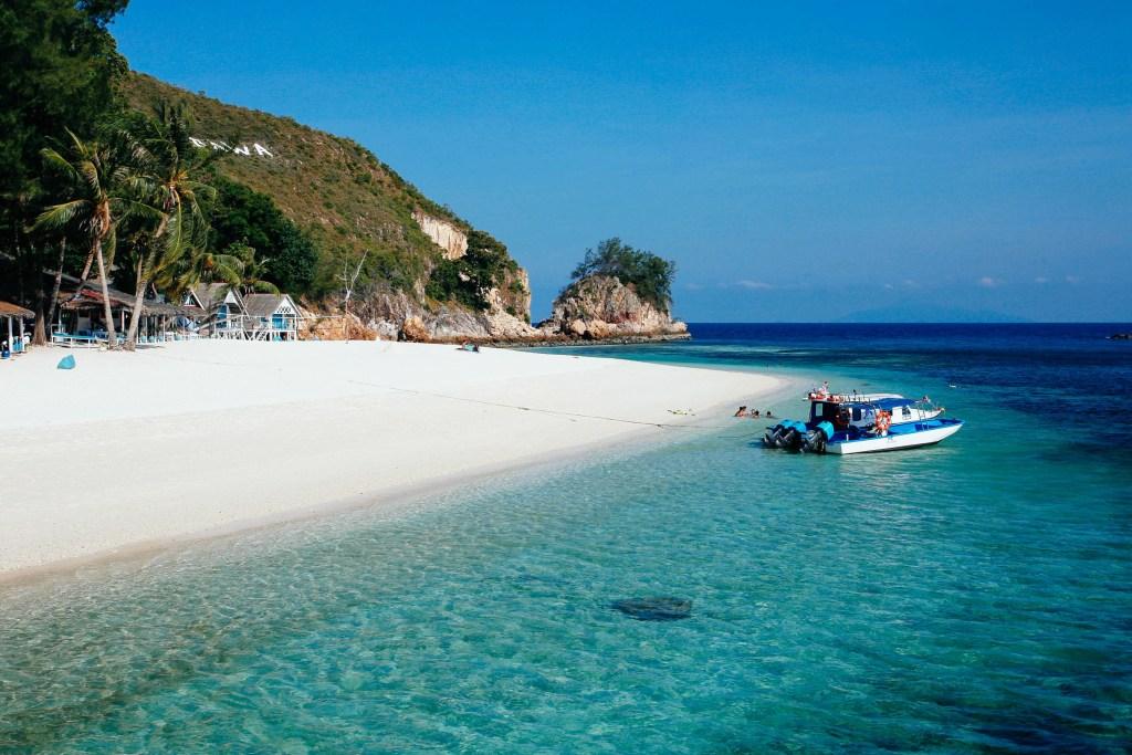 Пляж на острове Борнео в Малайзии