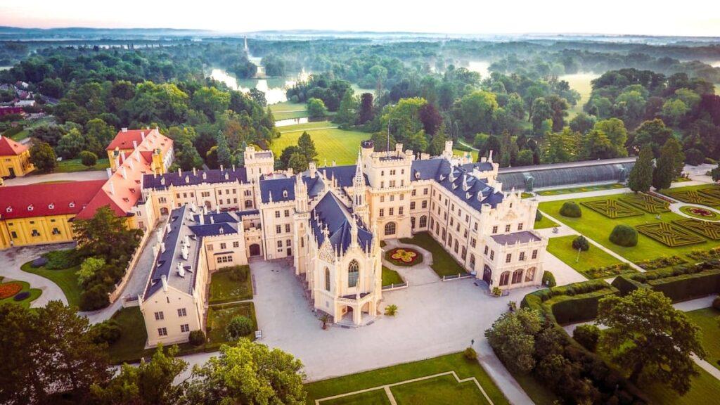 Как добраться до замка Леднице в Чехии