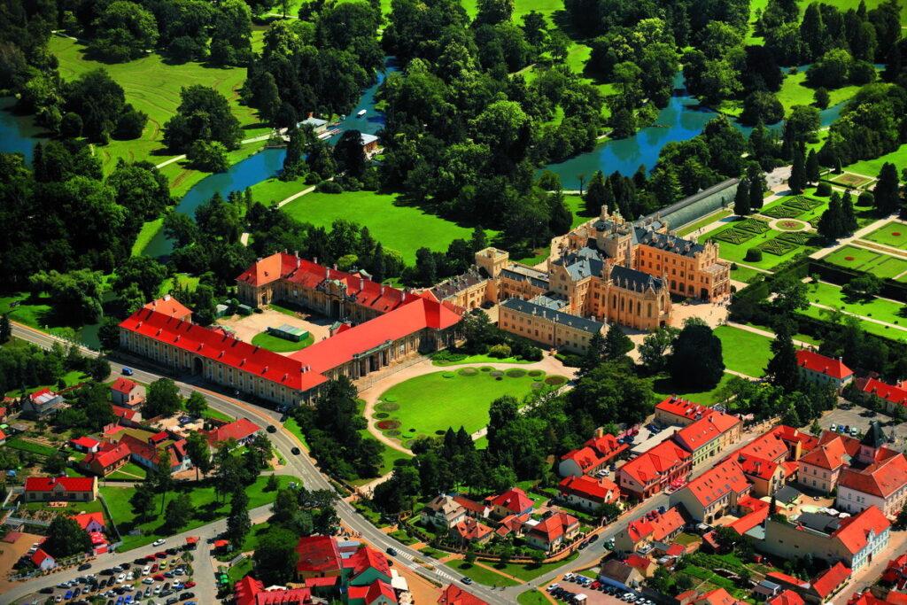Территория замка Леднице в Чехии