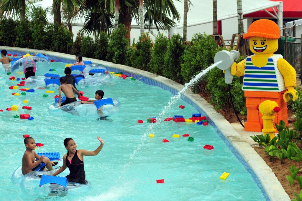 Аквапарк в детском парке развлечений в Малайзии