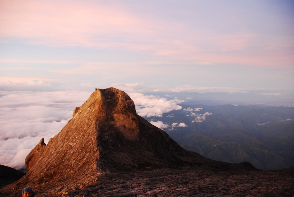 Гора Кинабалу в Малайзии на острове Калимантан