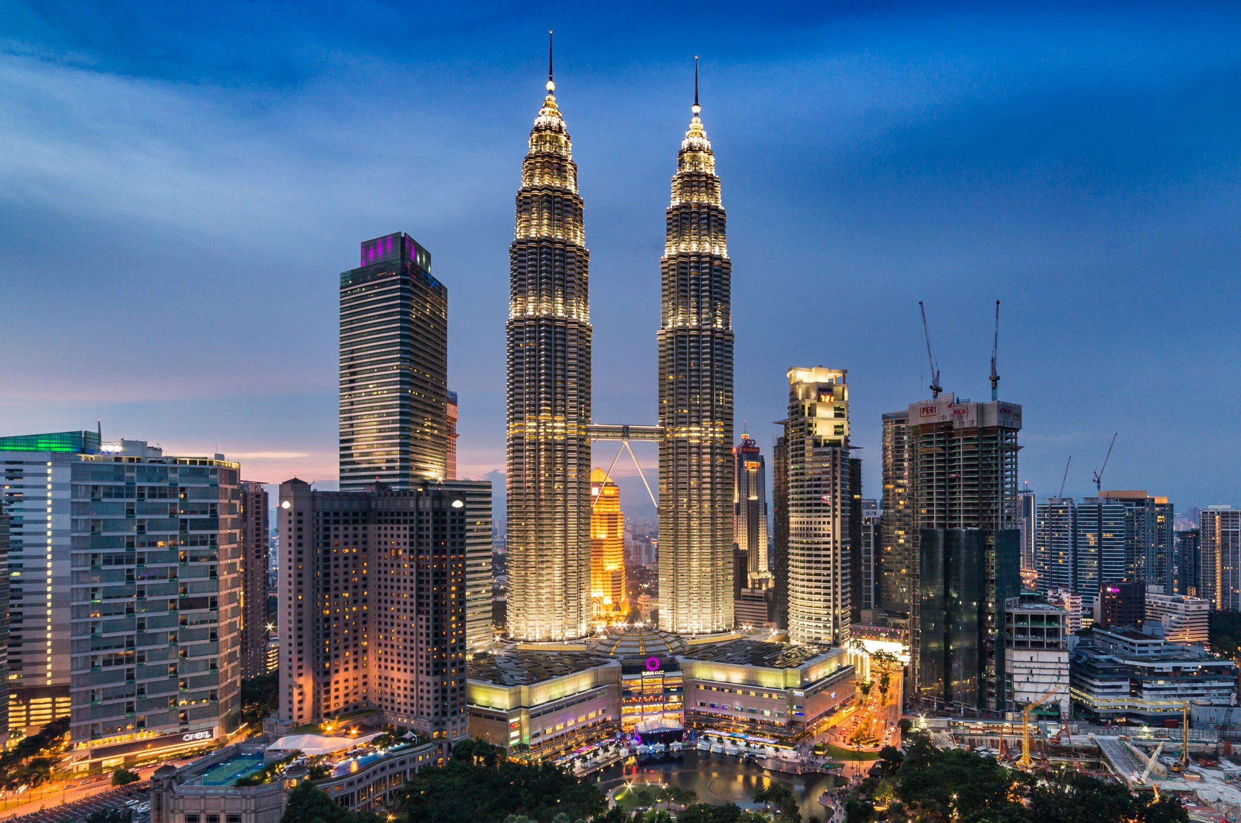 Башни Петронас в Куала-Лумпуре Малайзия