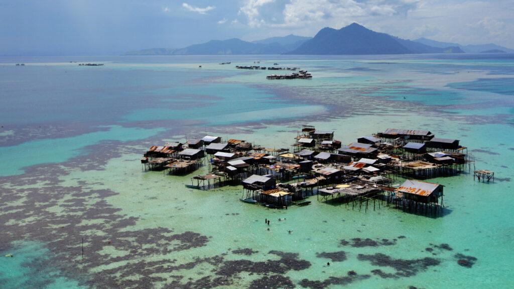 Остров Себангкат у побережья Борнео, морской парк Тун Сакаран в Малайзии