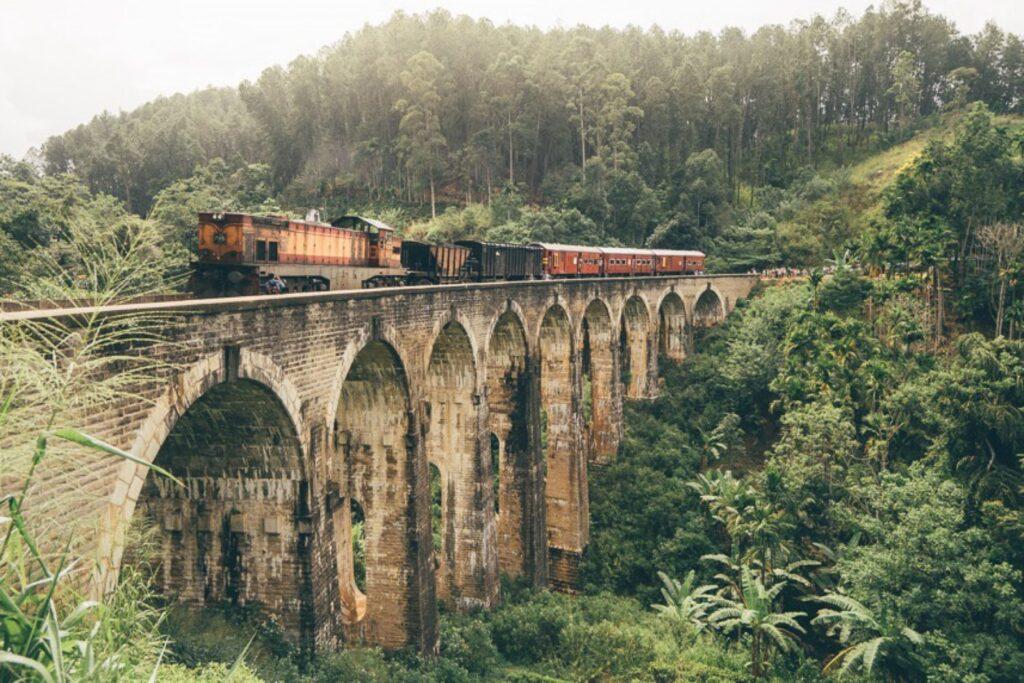 Девятиарочный мост на Шри-Ланке