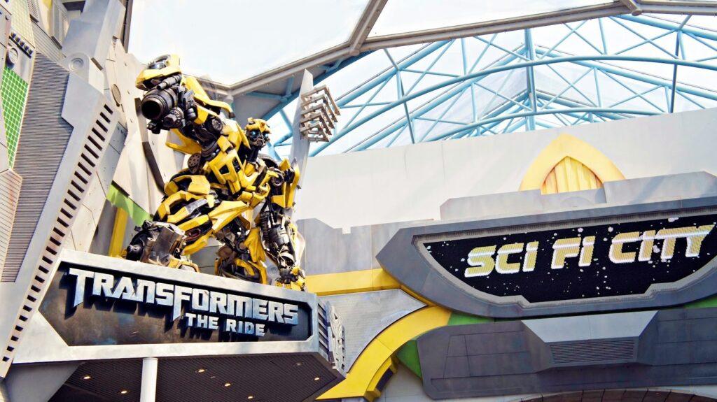 Зона Sci-Fi City в сингапурском парке развлечений Universal Studio