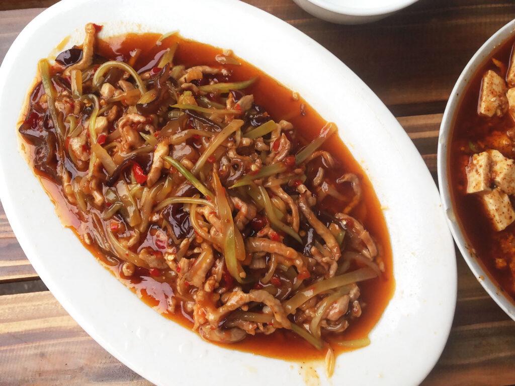 Традиционное китайское блюдо из мяса