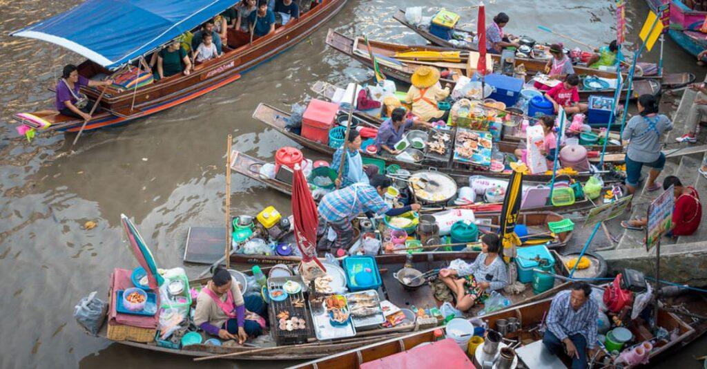 Плавучий рынок Ампхава в Бангкоке