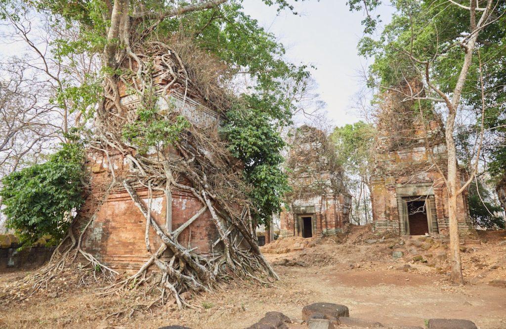 Пирамиды Смерти Кох Кер в Камбодже