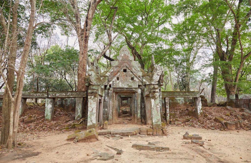 Пирамиды Кох Кер в Камбодже